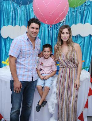 Gustavo, Ana Caro y Rodrigo.jpg