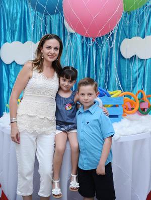 Natalia, Georgina y Mariano.jpg