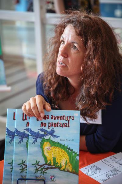 La periodista española Yana Marull se cansó un día de correr atrás de las noticias y las cambió por la literatura infantil, un universo en el que vuelca su experiencia en la formación de conciencia ambiental entre los niños brasileños.