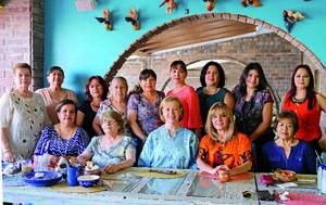 24072016 FESTEJO DE CUMPLEAñOS.  Maribel disfrutó de una agradable convivencia entre amigas.