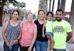 24072016 EN DISTRITO COLóN.  Carmen, Irene, Chelsea, María y Yahir.