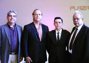 24072016 EN UN CERTAMEN DE BELLEZA.  Ángel, Carlos, Joshua y Silvestre.
