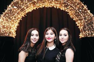 24072016 ENTRE AMIGAS.  Ángela, Daniela y Esther.
