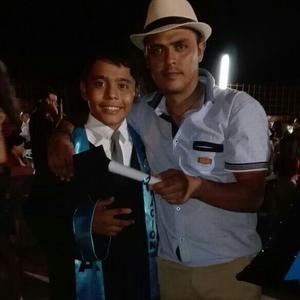 24072016 SE GRADúA.  Uriel Gómez Torres con su papá, Carlos Gómez.