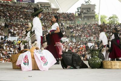 La Guelaguetza se celebra los dos lunes más cercanos a la festividad de la Virgen del Carmen.