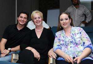 25072016 Curt Müller, Claudia de Froto y Brenda Estrello.