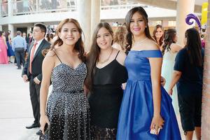 27072016 FIESTA DE GRADUACIóN.  Marisol, Karime y Valeria.