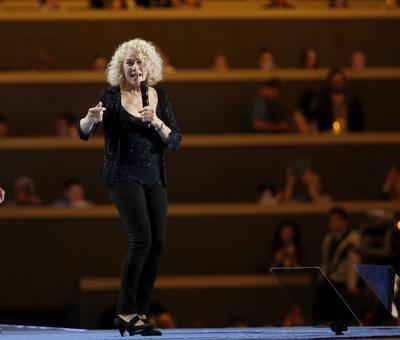 La cantante Carole King durante la convención en Filadelfia.