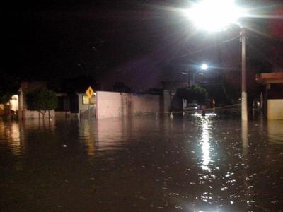 Lectores de El Siglo de Torreón compartieron fotos de la inundación en El Tajito.