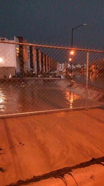 Usuarios reportaron el brote de aguas negras en Quintas La Perla.