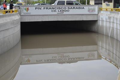 El director de Obras Publicas del municipio, Arturo Rodríguez de León, explicó que se provocó un corto en un depósito previo del sistema de desagüe, en dos terminales eléctricas que fueron dañadas por el alto nivel de agua que se alcanzó.
