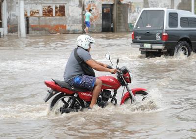 """Se registró una cifra """"histórica"""" en el área urbana por el corto tiempo en el que sumaron 98.4 milímetros de precipitación."""