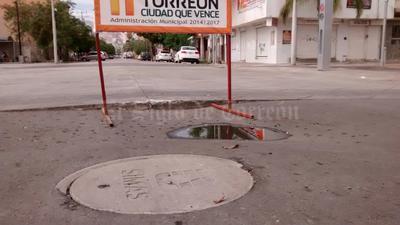En Leona Vicario y avenida Morelos se registraron hundimientos.