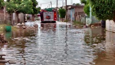 Bajo el agua siguen colonias de Torreón.
