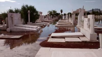 Las tumbas quedaron bajo el agua.