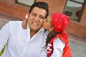 30072016 Jesive Reyes con su orgulloso padre, Jesús Lumar Reyes Muñoz.