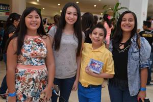 29072016 DE PASEO.  Frida, Fernanda, Luis Roberto y Cecilia.