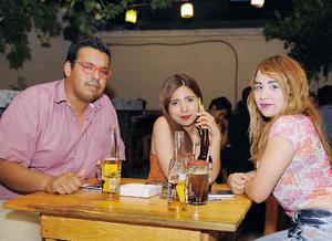 31072016 ENTRE AMIGOS.  Romulo, Any y Mónica.