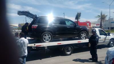 Una camioneta de lujo se encontraba entre los vehículos retirados.