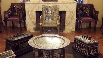 """Interior del palacete """"Rincón de Faruq"""", que reabrió hoy sus puertas para dar a conocer uno de los lugares de esparcimiento durante el ocaso de la realeza egipcia."""