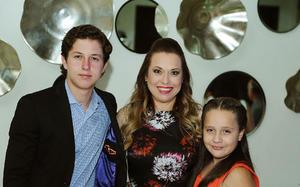 Santiago, Lily y Mariana.jpg