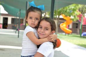 Renata y Ángela.jpg