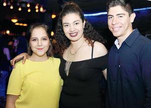 03082016 EN FAMILIA.  Claudia, Margarita y María Elena.