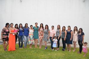 05082016 A UN PASO DEL ALTAR.  Yesica Alvarado en compañía de algunas de las asistentes a su despedida de soltera.