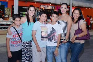 05082016 EN EL BEISBOL.  Diego, Karla, Edgardo, Iker, Jaqueline y Diliana.