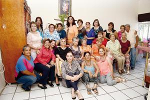 07082016 FESTEJA SU CUMPLEAñOS.  Irene Álvarez García acompañada de su mamá, Bertha Irene Álvarez García, y su tía, Brunhilda Álvarez García, además de familiares y amigas, en su celebración de cumpleaños.