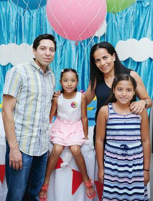 07082016 EVENTO ESCOLAR.  Viridiana, Maurilio, Romina y Paola.