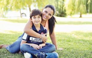 07082016 FELIZ DÍA.  Ilka celebró su cumpleaños hace algunos días, por lo que fue festejada por sus amistades y familiares, en especial por su hijo, Alessandro.