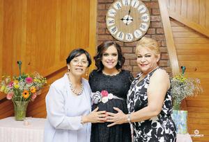 07082016 Anni en compañía de su suegra, Elba, y su mamá, Carmen. - Erick Sotomayor Fotografía