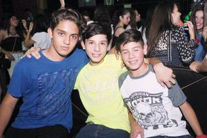 07082016 SE DIVIERTEN.  Calo, Aleck y Jorge.