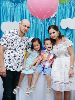07082016 CONVIVEN.  Carlos, Susana, Sebastián y Camila.