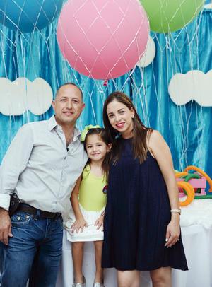 07082016 EN FAMILIA.  José, Sofía y Ana Lorena.