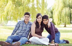 08082016 EN FAMILIA.  Karla con sus hijos, Farid y Hassan.