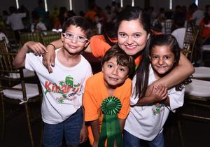 05082016 CLAUSURA DE CURSO DE VERANO.  Franco, Camila, Diego y Marifer.