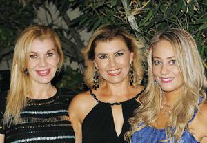 07082016 EN FESTEJO.  Sandra, Nora y Claudia.