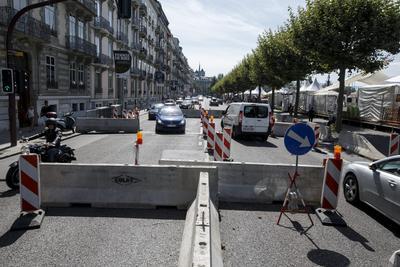 Vista de los bloques de hormigón a la entrada del festival del Lago de Ginebra, Suiza, para evitar un atentado como el de Niza.