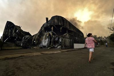 Vista de un almacén tras el incendio forestal en A dos Ferreiros, Águeda, en el distrito de Aveiro, Portugal.