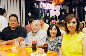 09082016 EN INAUGURACIóN.  Luis, Raúl, Silvia y Lourdes.