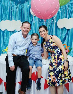 09082016 EN FAMILIA.  Fabián, Jerry y Magaly.