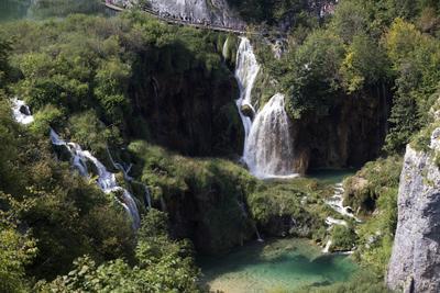 Vista de las cascadas del Parque Nacional de los Lagos de Plitvice, Croacia. Los lagos de Plitvice están catalogados en el Patrimonio de la Humanidad de la Unesco desde el año 1979 y reciben 1.300.000 turistas al año.