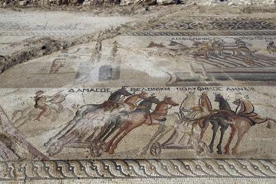 Un mosaico del S.IV D.C. muestra una escena con carros de caballos en el hipódromo de Piadhia en la localidad de Akaki en la región de Nicosia (Chipre).
