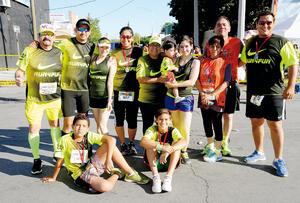 10082016 TODOS UNOS ATLETAS.  Equipo de corredores Run 4 Fun.