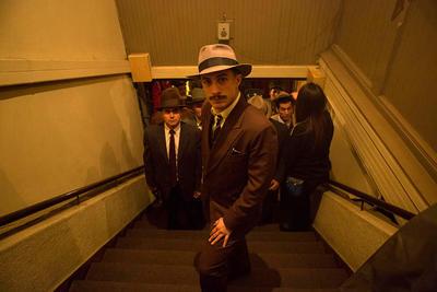 """Fotograma sin fechar cedido por Fábula producciones de un momento de la filmación de la Película """"Neruda"""", en Santiago de Chile."""