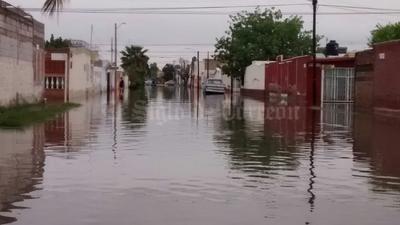 Así luce la calle Serafín de la colonia La Fuente de Torreón por las lluvias.