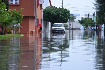 Se formaron lagunas en algunas colonias de Torreón.