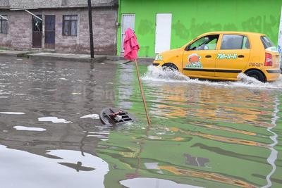Las lluvias dejaron inundaciones en la colonia Carolinas de Torreón.